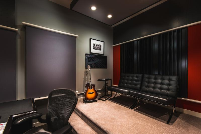 2. GRAEME JUDD-Studio-005 LR