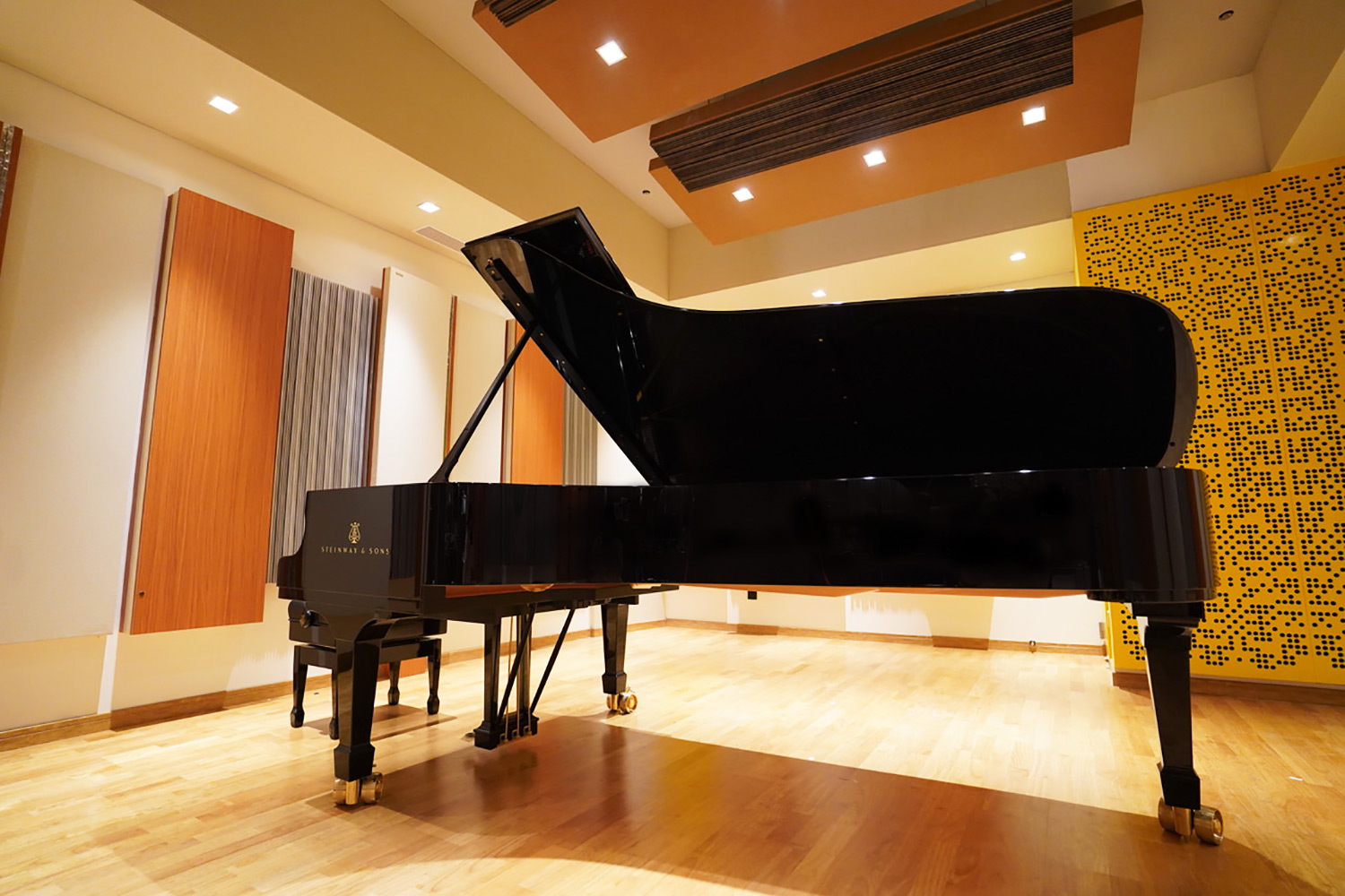 The prestigious Xinghai Conservatory of Music engaged WSDG to develop their new world-class ACE Studios, based on their recent success in Chinese studios. Steinway & Sons piano.