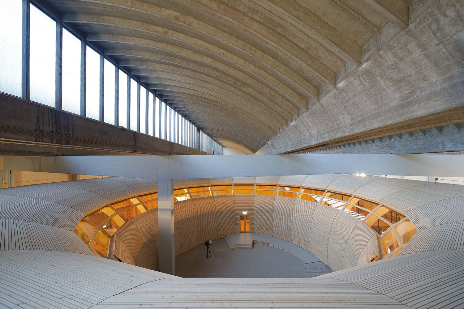 ANOHA, inside the Jewish Museum of Berlin, secured WSDG to perfect the acoustics of the spaces without compromising the design. Interior.