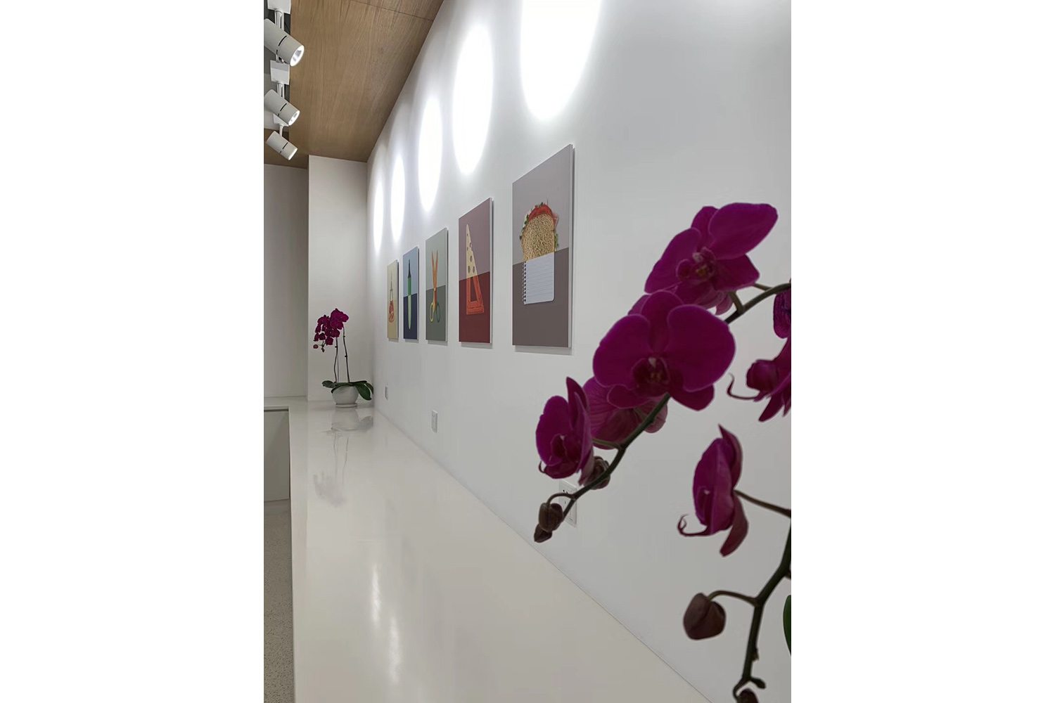 Avenues: The World School in Shenzhen, China consists of two locations in Shenzhen's Nanshan District. WSDG provided acoustic and A/V systems consulting as well as construction supervision for the two locations. Corridor.