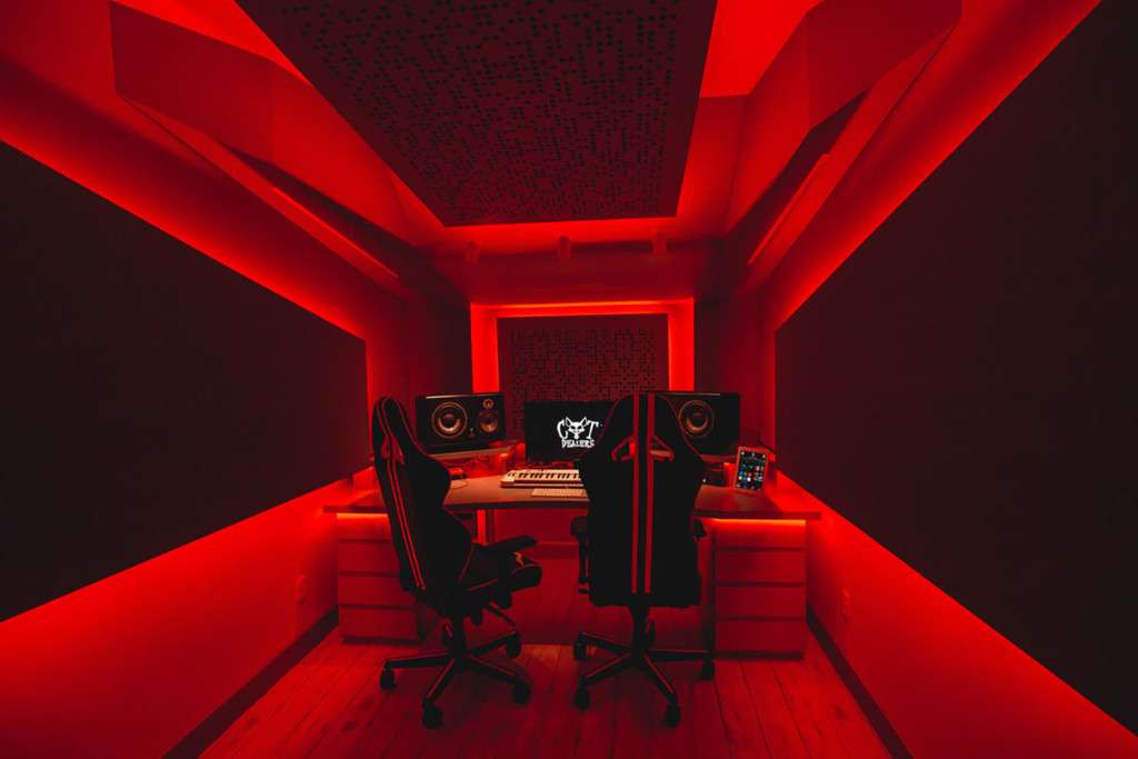 Recognizing the value of superior studio design / acoustic excellence, Hit recording duo Cat Dealers commissioned WSDG to create a compact yet powerful dream recording studio. Best Project Studio Design. Red Light.