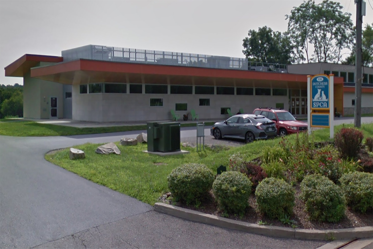 WSDG offered its services to design acoustic treatment for the Dutchess County Society for the Prevention of Cruelty to Animals in Hyde Park, NY. Exterior.