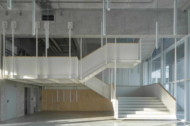 Universidad Torcuato Di Tella in Buenos Aires, Argentina. Escaleras interiores.