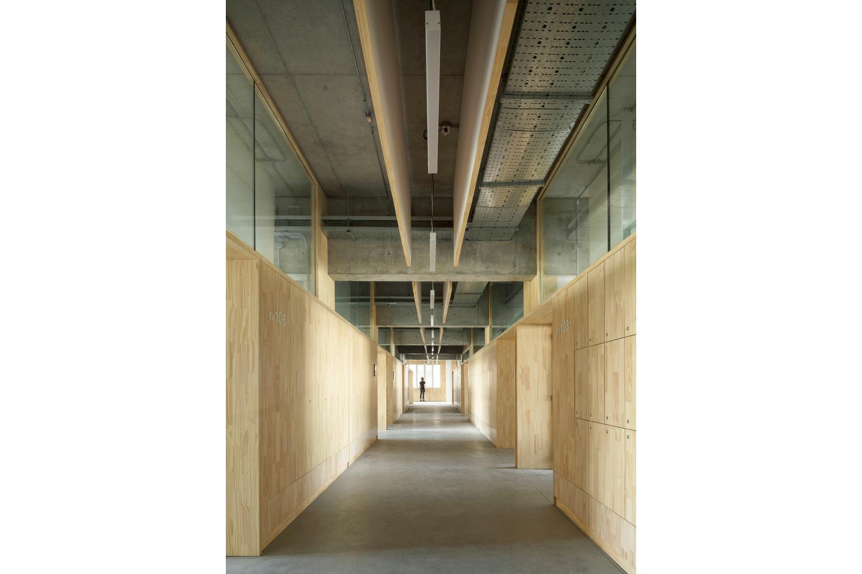 Universidad Torcuato Di Tella in Buenos Aires, Argentina. Pasillos y diseño interior.