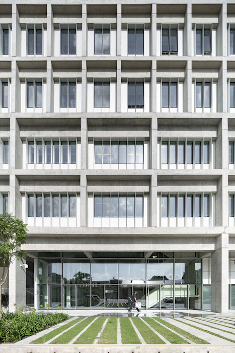 Universidad Torcuato Di Tella in Buenos Aires, Argentina. Acoustic design consulting by WSDG. Prestigious university in Buenos Aires, in the Nuñez River Plate neighborhood. Building façade.