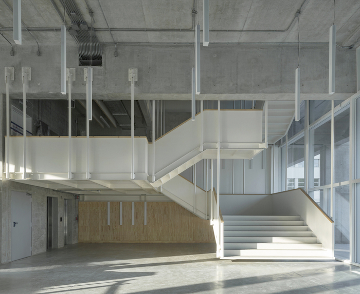 Universidad Torcuato Di Tella in Buenos Aires, Argentina. Acoustic design consulting by WSDG. Prestigious university in Buenos Aires, in the Nuñez River Plate neighborhood. Interior stairways.