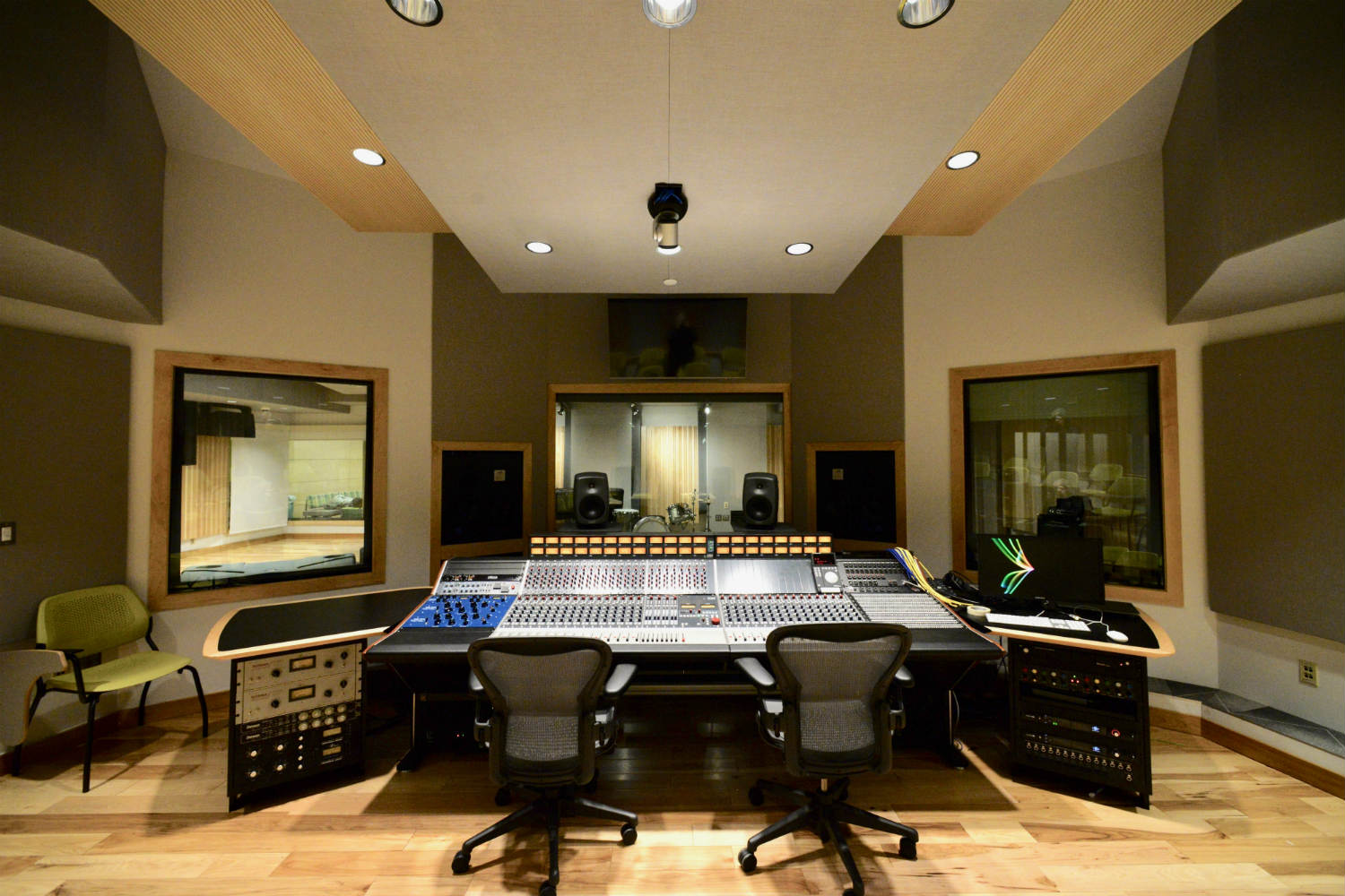 Drexel University in Philadelphia, PA is one of America's 15 largest universities. Their brand-new recording facilities, designed by the WSDG team, expands their music and recording program. Control Room Front view