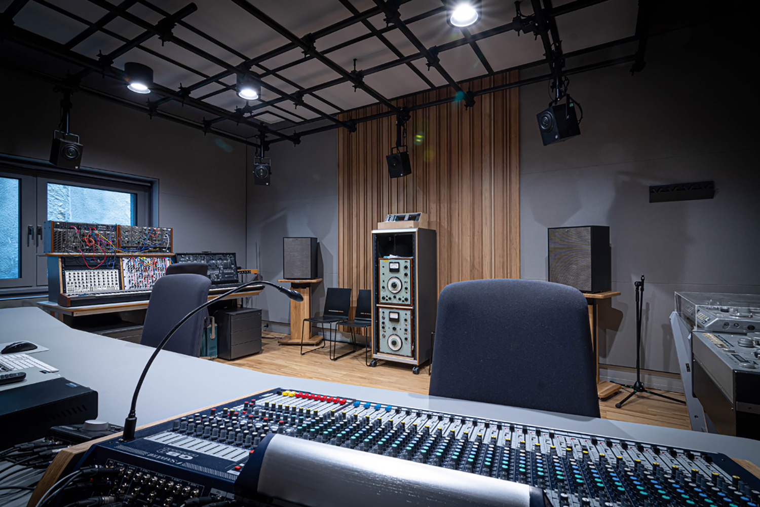 The University of Music and Performing Arts of Vienna new Future Art Lab designed by WSDG. Analogue Gear.