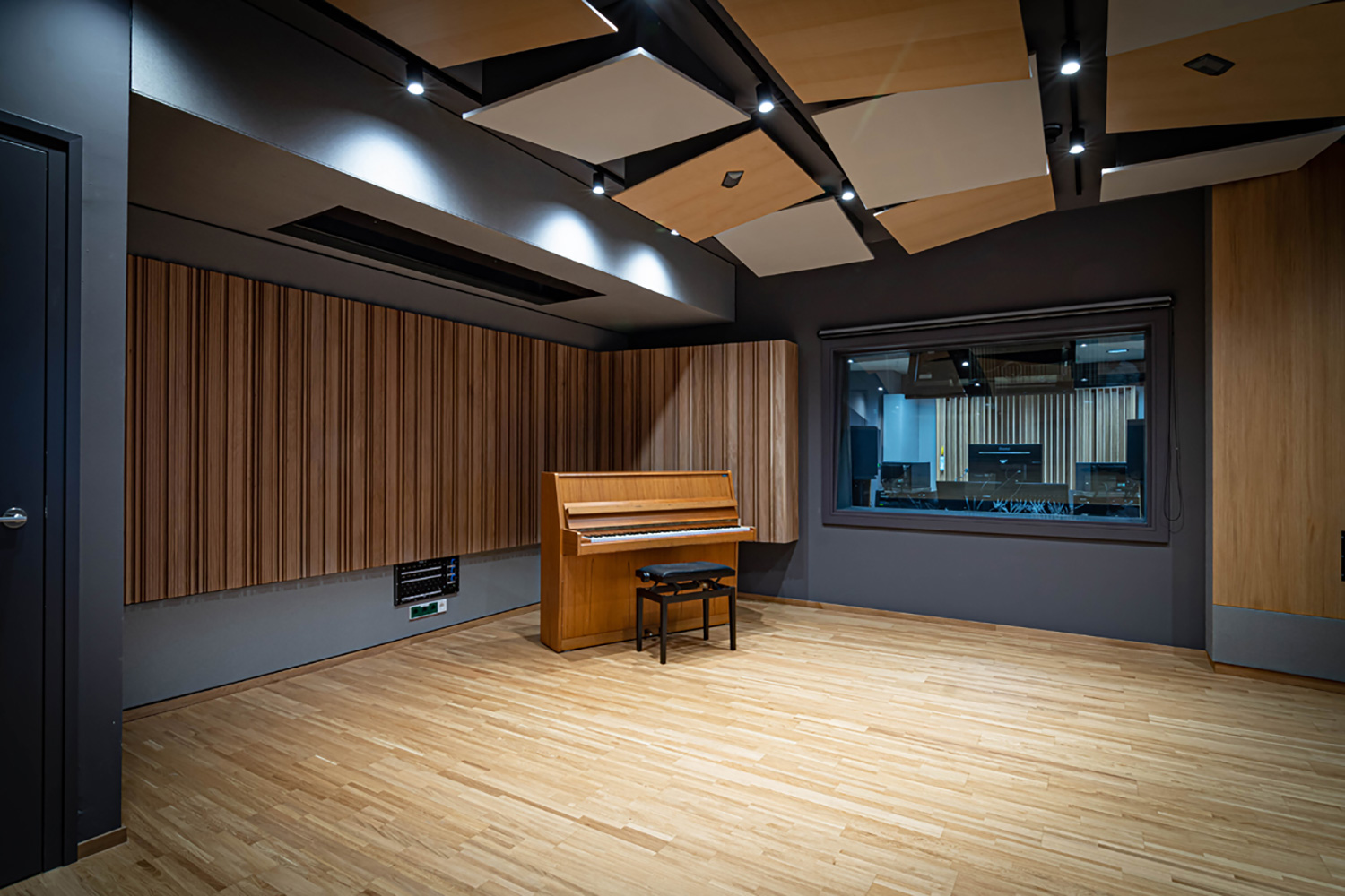 The University of Music and Performing Arts of Vienna new Future Art Lab designed by WSDG. Small Recording Room.