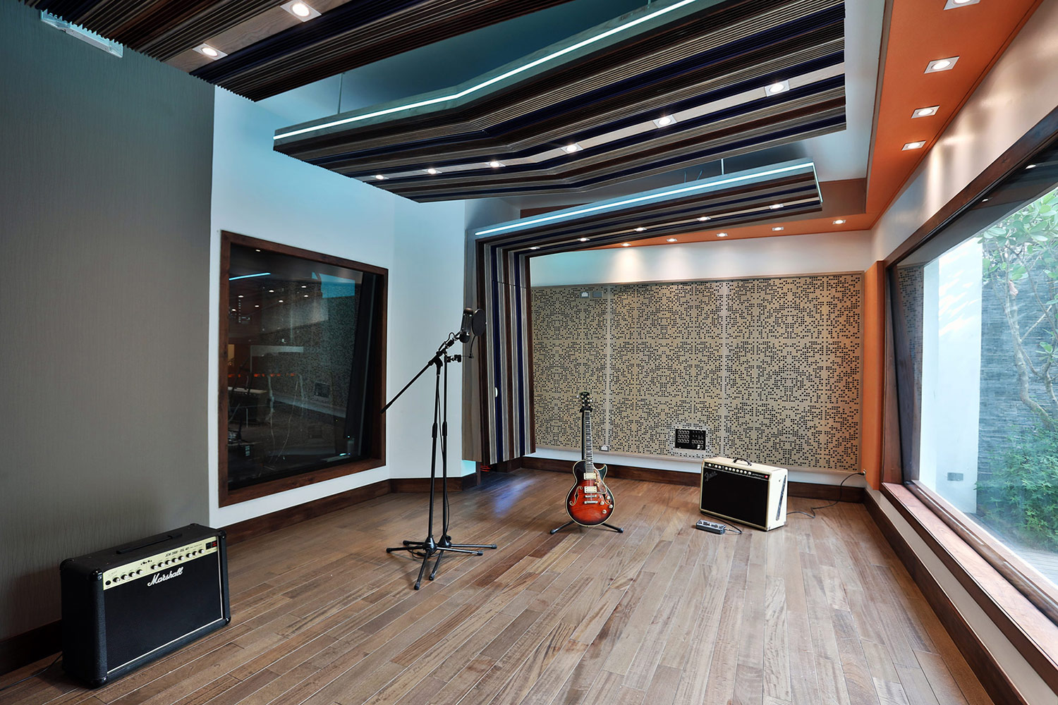 FAMA Studio owner Luis Betances retained WSDG Latin for an acoustic and aesthetic studio design to create a dream recording studio that meets his production needs in Santo Domingo, Dominican Republic. Live Room A.