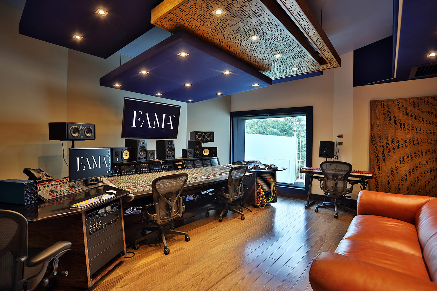 FAMA Studio owner Luis Betances retained WSDG Latin for an acoustic and aesthetic studio design to create a dream recording studio that meets his production needs in Santo Domingo, Dominican Republic. Control Room B.