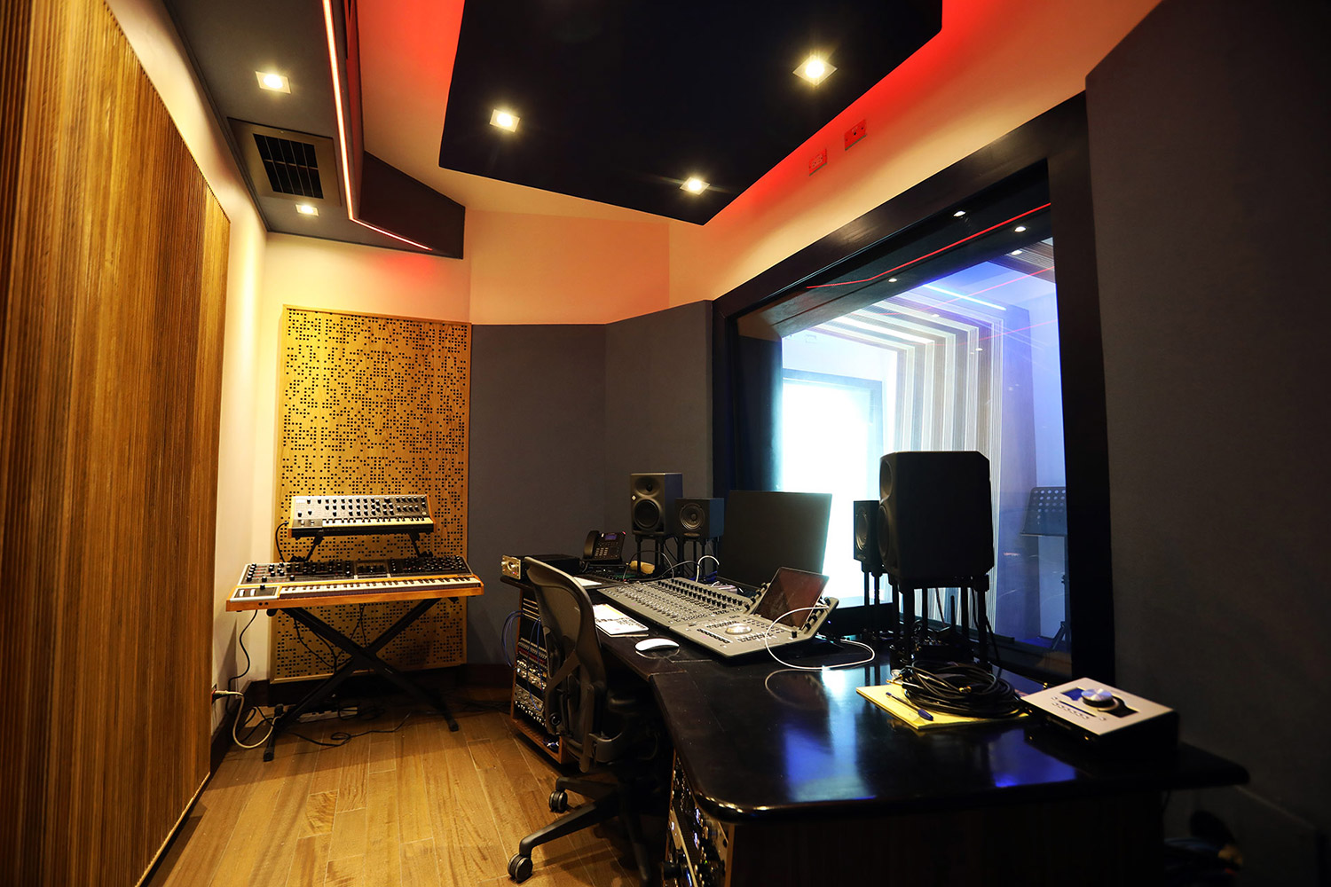 FAMA Studio owner Luis Betances retained WSDG Latin for an acoustic and aesthetic studio design to create a dream recording studio that meets his production needs in Santo Domingo, Dominican Republic. Control Room C.