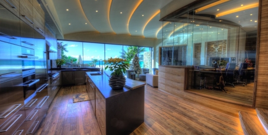 Chris Huber commissioned WSDG to design his residential private ocean-view recording studio inspired in their glass design in Diante Do Trono. Kitchen and Studio.