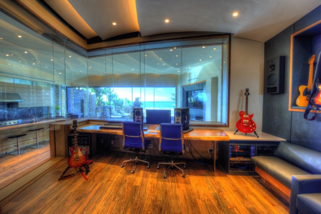 Chris Huber commissioned WSDG to design his residential private ocean-view recording studio inspired in their glass design in Diante Do Trono. Studio 1.