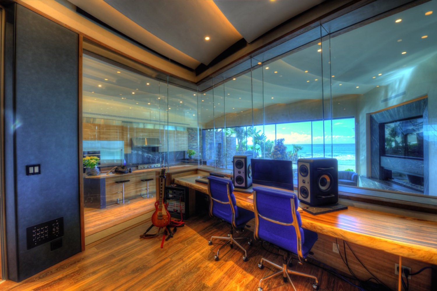 Chris Huber commissioned WSDG to design his residential private ocean-view recording studio inspired in their glass design in Diante Do Trono. Studio 2.