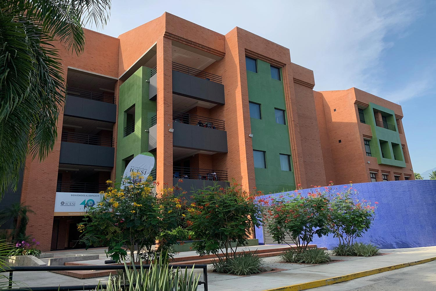 Universidad ICESI in Cali, Colombia commissioned WSDG to design their new music performance, composition and production building with world-class recording studios. Building M Exterior.