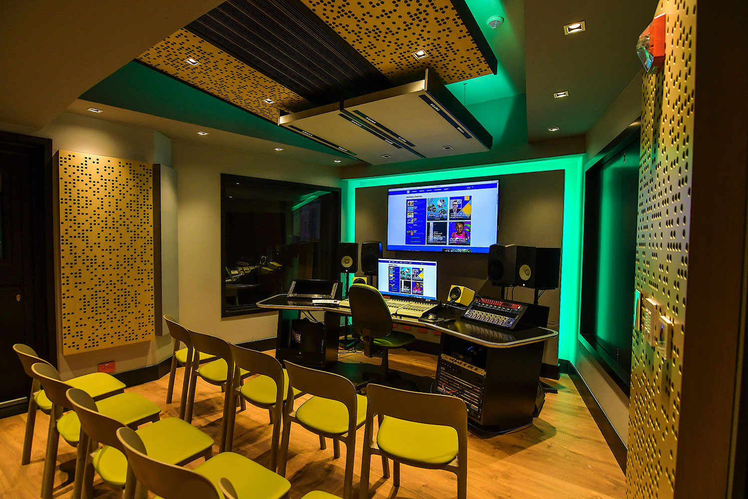 Universidad ICESI new world-class recording studio facility designed by WSDG. Control Room Medios, best studios in colombia.