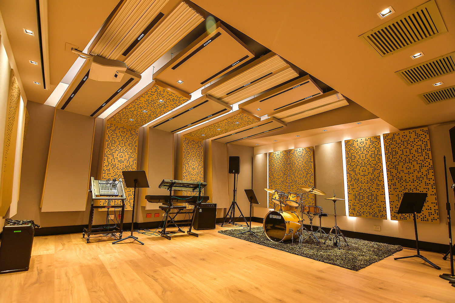Universidad ICESI new world-class recording studio facility designed by WSDG. Ensemble Room. Mejor sala de ensayo colombia.