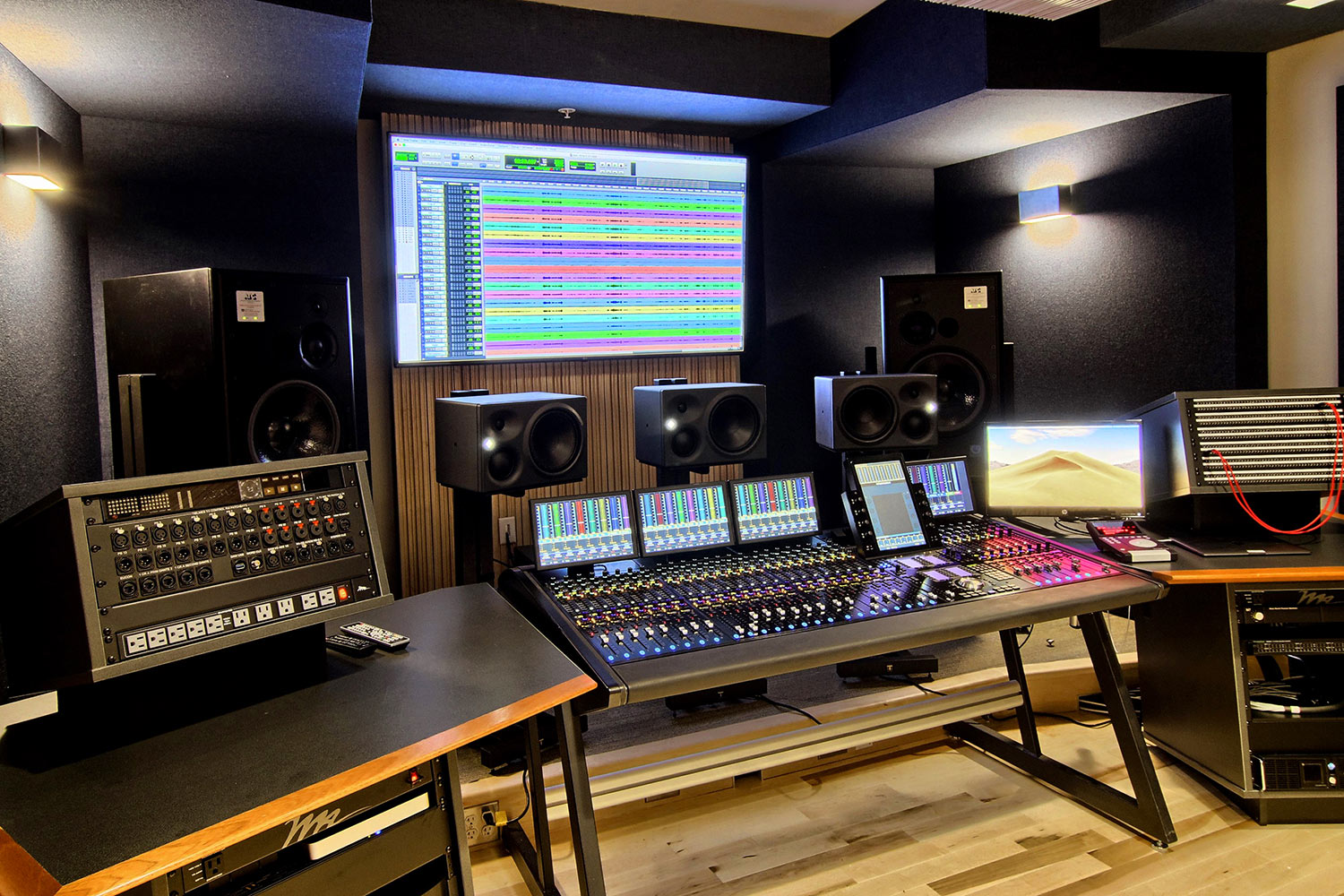 Interlochen has recently completed their new complex. A key component of the new complex is a state-of-the-art recording/teaching studio complex developed by WSDG. Control Room