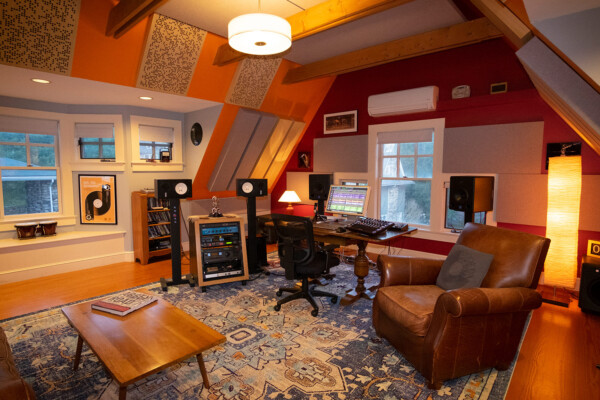 Rob Jaczko Abbott Road Studio, an all-in-one room with perfect internal room acoustics designed by WSDG and engaging the NIRO software. Side.