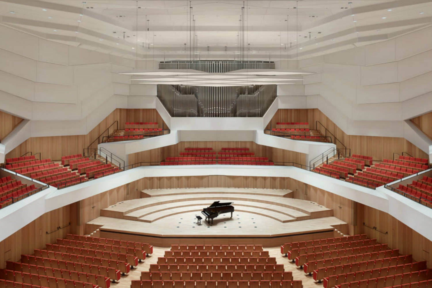 Located in the middle of Dresden's old town, the Kulturpalast highlights with its glass facades and striking roof structure. ADA (WSDG) was the responsible acoustician and consultant for the renovation. Interior View