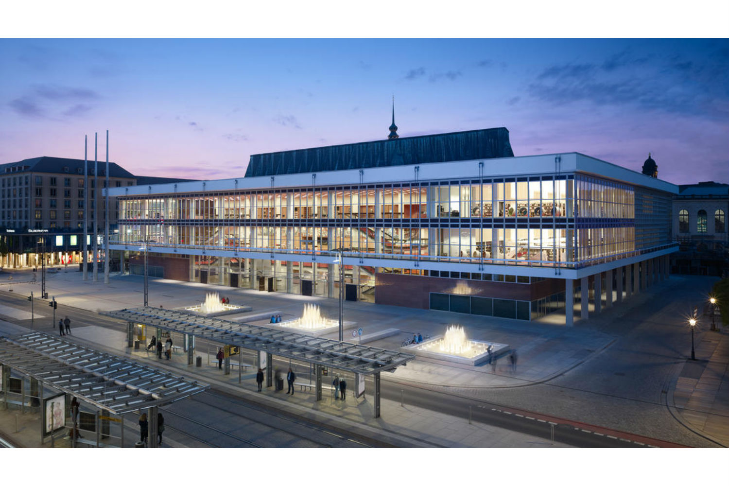 Located in the middle of Dresden's old town, the Kulturpalast highlights with its glass facades and striking roof structure. ADA (WSDG) was the responsible acoustician and consultant for the renovation. Facade Exterior