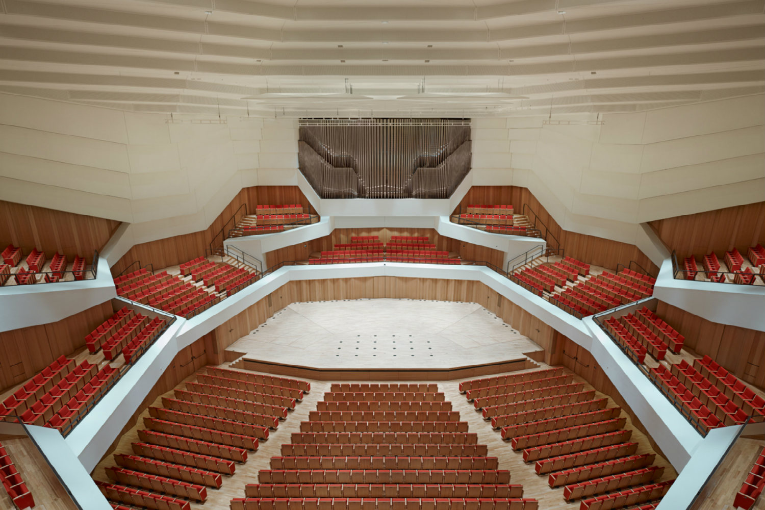 Located in the middle of Dresden's old town, the Kulturpalast highlights with its glass facades and striking roof structure. ADA (WSDG) was the responsible acoustician and consultant for the renovation. Interior View from Above