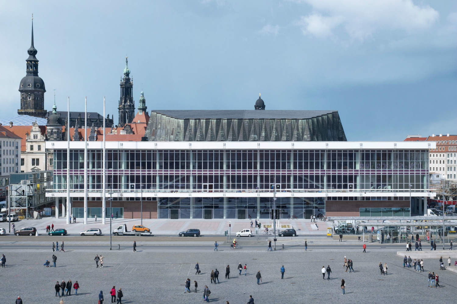 Located in the middle of Dresden's old town, the Kulturpalast highlights with its glass facades and striking roof structure. ADA (WSDG) was the responsible acoustician and consultant for the renovation. Exterior Daylight