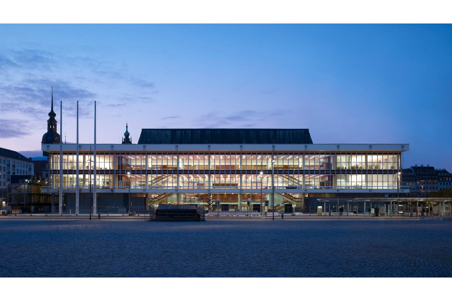 Located in the middle of Dresden's old town, the Kulturpalast highlights with its glass facades and striking roof structure. ADA (WSDG) was the responsible acoustician and consultant for the renovation. Exterior Night