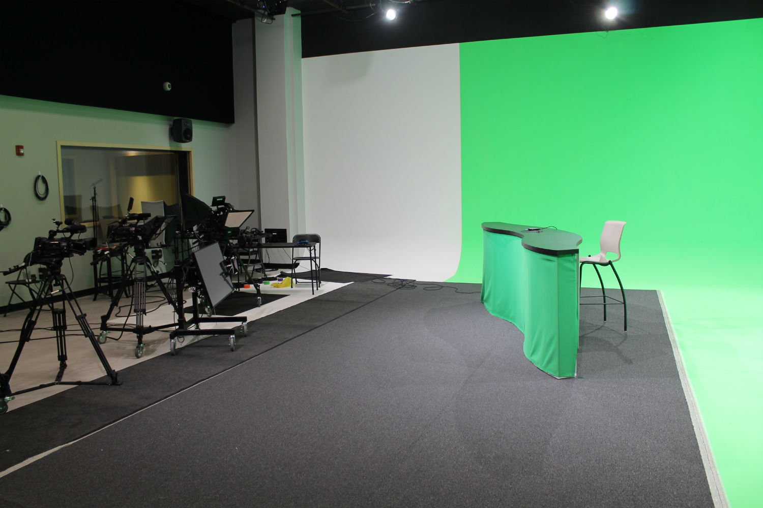 MJH Studios in NJ, designed by WSDG, is a world-class recording and production facility for the main use of creating audio and video healthcare-related content by MJH for their clients. Sounds Stage with green walls