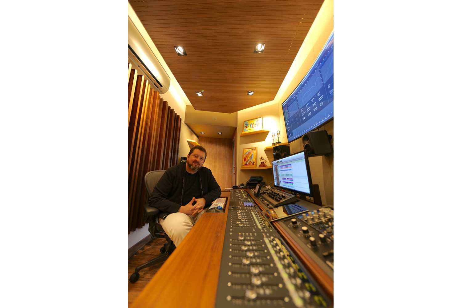 Mix2go is located in Sao Paulo, Brazil and is an innovative 3D mixing facility. WSDG was commissioned to design a space where 3D mixes audio could be created. Beto Neves at his control mixing room.