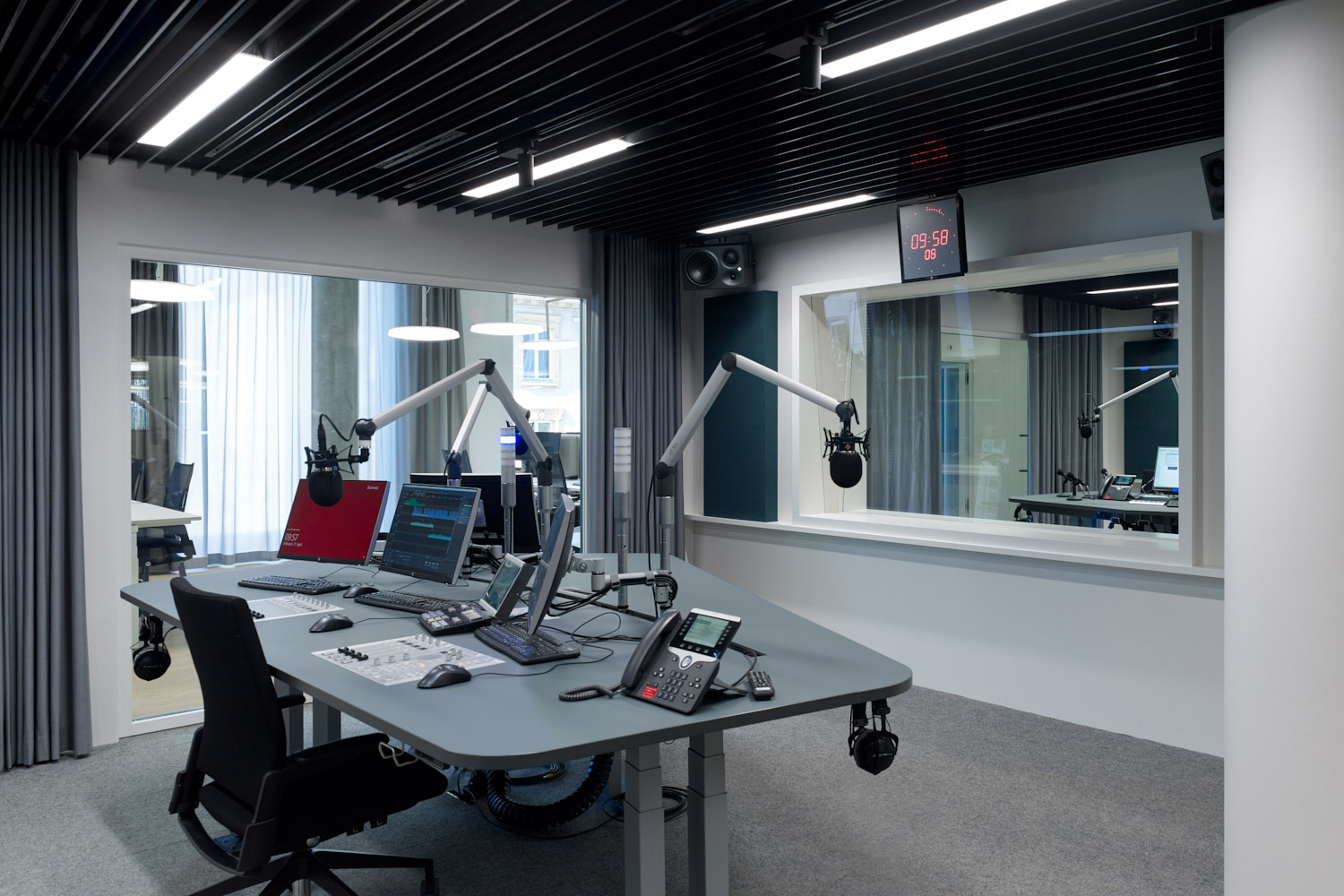Schweizer Radio und Fernsehen broadcasting company relocated their Basel facilities and WSDG's services were retained to tune the acoustics of these rooms and ensure high-quality working areas for SRF. Broadcast room.