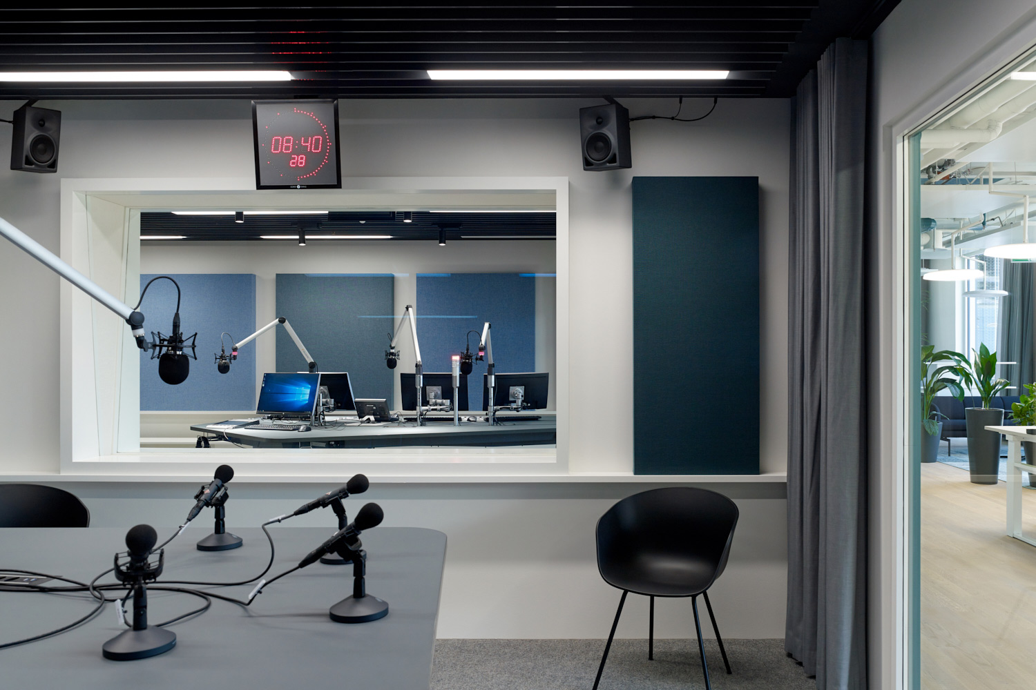 Schweizer Radio und Fernsehen broadcasting company relocated their Basel facilities and WSDG's services were retained to tune the acoustics of these rooms and ensure high-quality working areas for SRF. Broadcasting room 2.