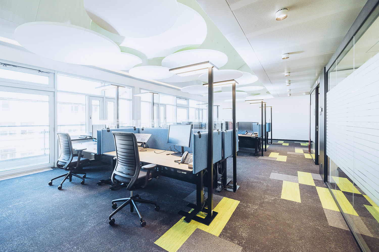 SWICA, one of Switzerland's leading healthcare and insurance organizations, retained WSDG to create an efficient and acoustically pleasant open space environment. Open office.