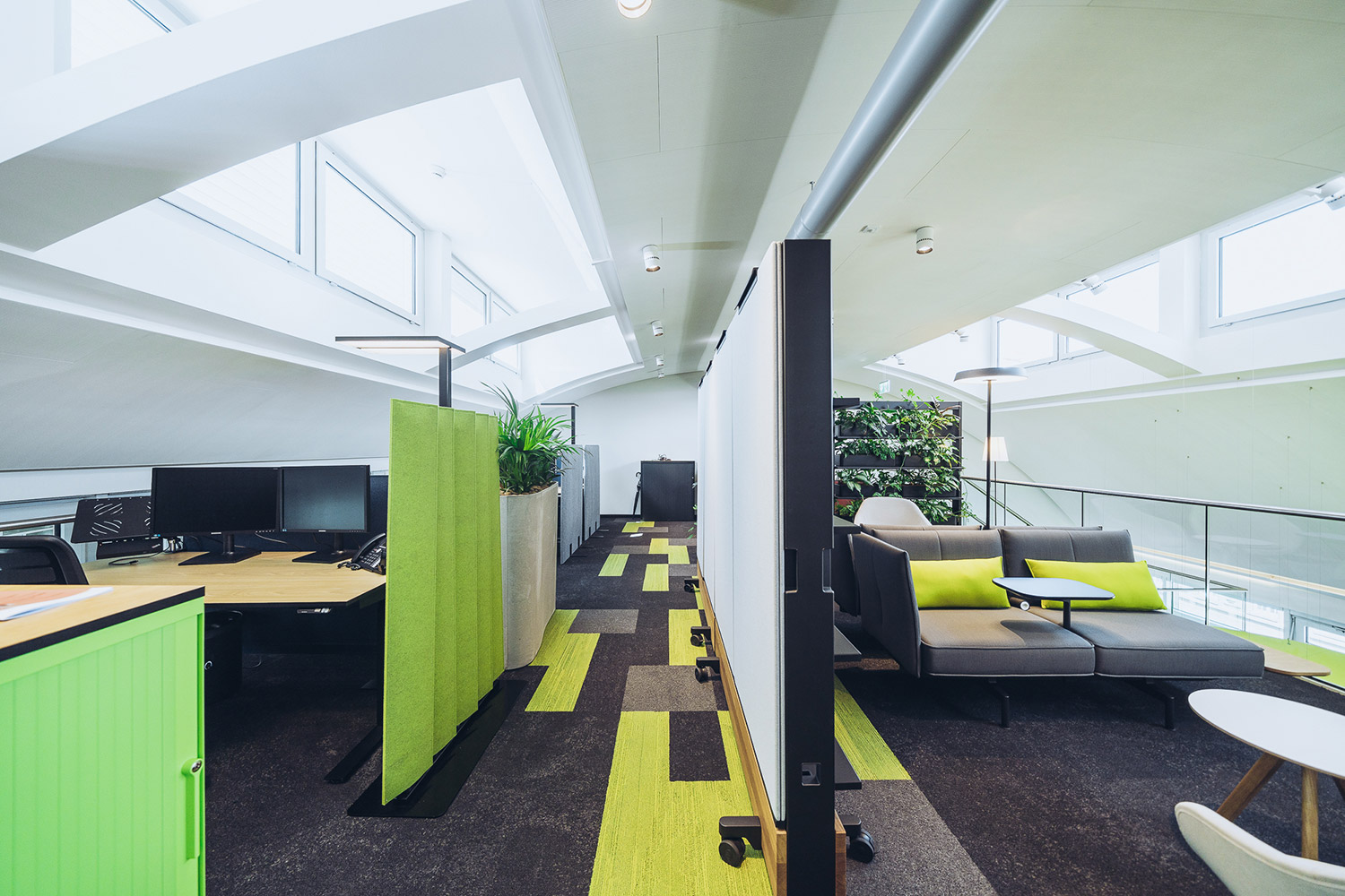 SWICA, one of Switzerland's leading healthcare and insurance organizations, retained WSDG to create an efficient and acoustically pleasant open space environment. Acoustic dividers.