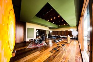 Sonastério Studios is a work of art in itself. More than just a studio, it is a house of creation designed to enhance the natural expressiveness of each artist. A collaboration of João Diniz Arquitetura office and WSDG, one of the world's leading acoustic architectural design firms. Live Room
