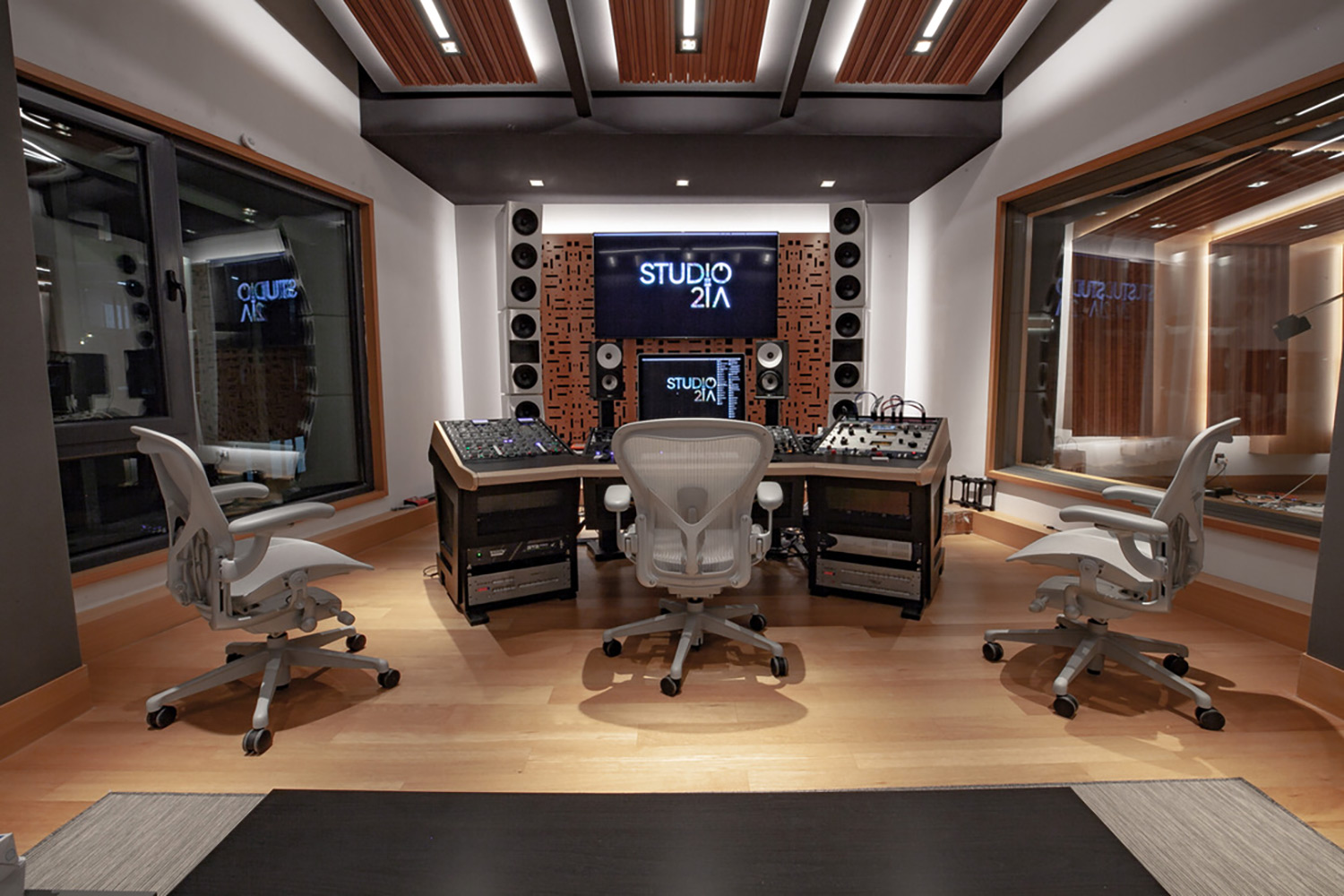 Intrigued by WSDG's reputation in designing the best recording studios in the world, multi-talented recording and mixing engineer TC Zhou started a deep collaboration with our global team for his brand-new studio facility in Beijing, China. Control Room A Mastering Suite.