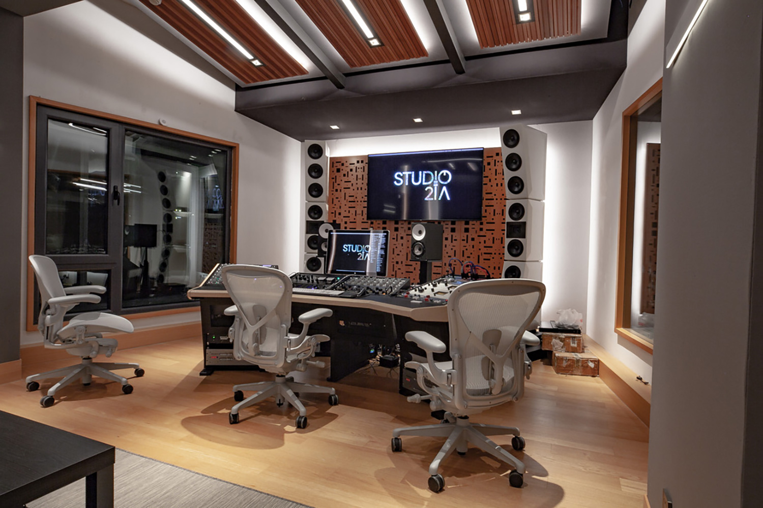 Intrigued by WSDG's reputation in designing the best recording studios in the world, multi-talented recording and mixing engineer TC Zhou started a deep collaboration with our global team for his brand-new studio facility in Beijing, China. Control Room A Mastering Suite 2.