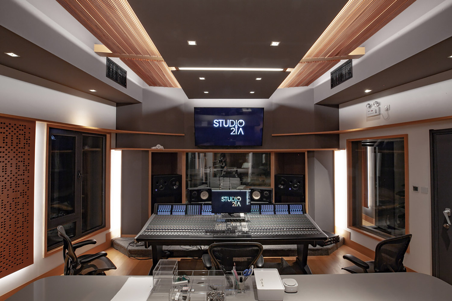 Intrigued by WSDG's reputation in designing the best recording studios in the world, multi-talented recording and mixing engineer TC Zhou started a deep collaboration with our global team for his brand-new studio facility in Beijing, China. Control Room B SSL Console.