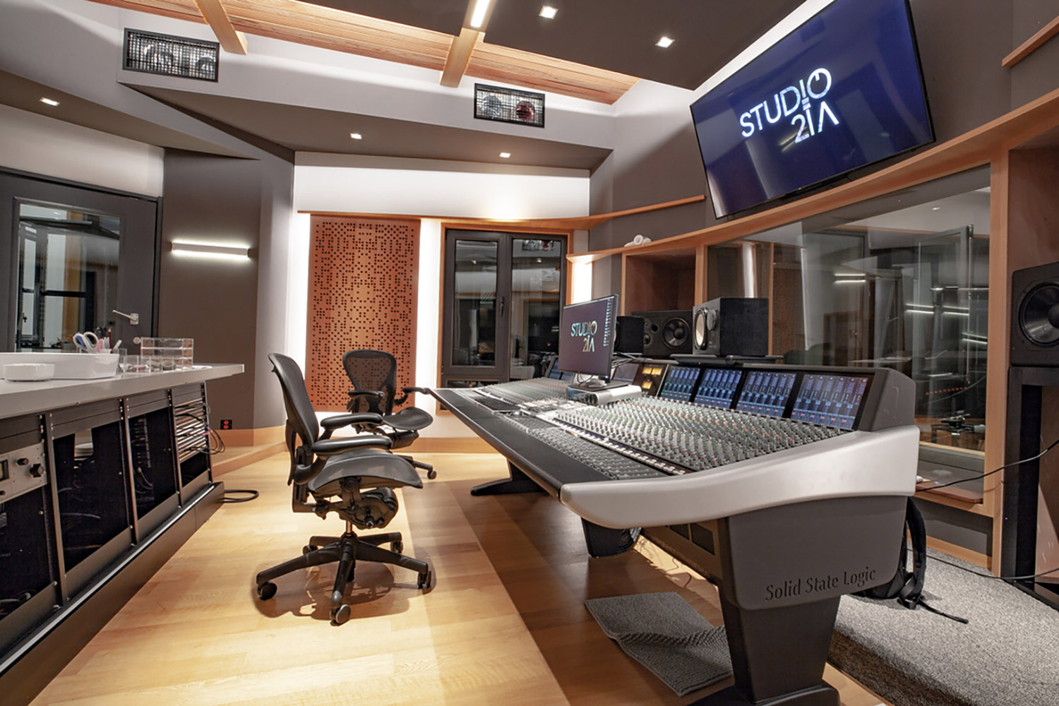Intrigued by WSDG's reputation in designing the best recording studios in the world, multi-talented recording and mixing engineer TC Zhou started a deep collaboration with our global team for his brand-new studio facility in Beijing, China. Control Room B SSL Console 2.