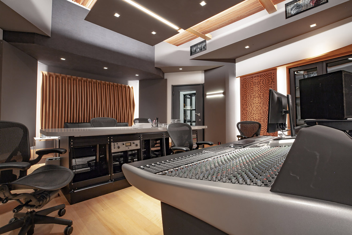 Intrigued by WSDG's reputation in designing the best recording studios in the world, multi-talented recording and mixing engineer TC Zhou started a deep collaboration with our global team for his brand-new studio facility in Beijing, China. Control Room B SSL Console 3.