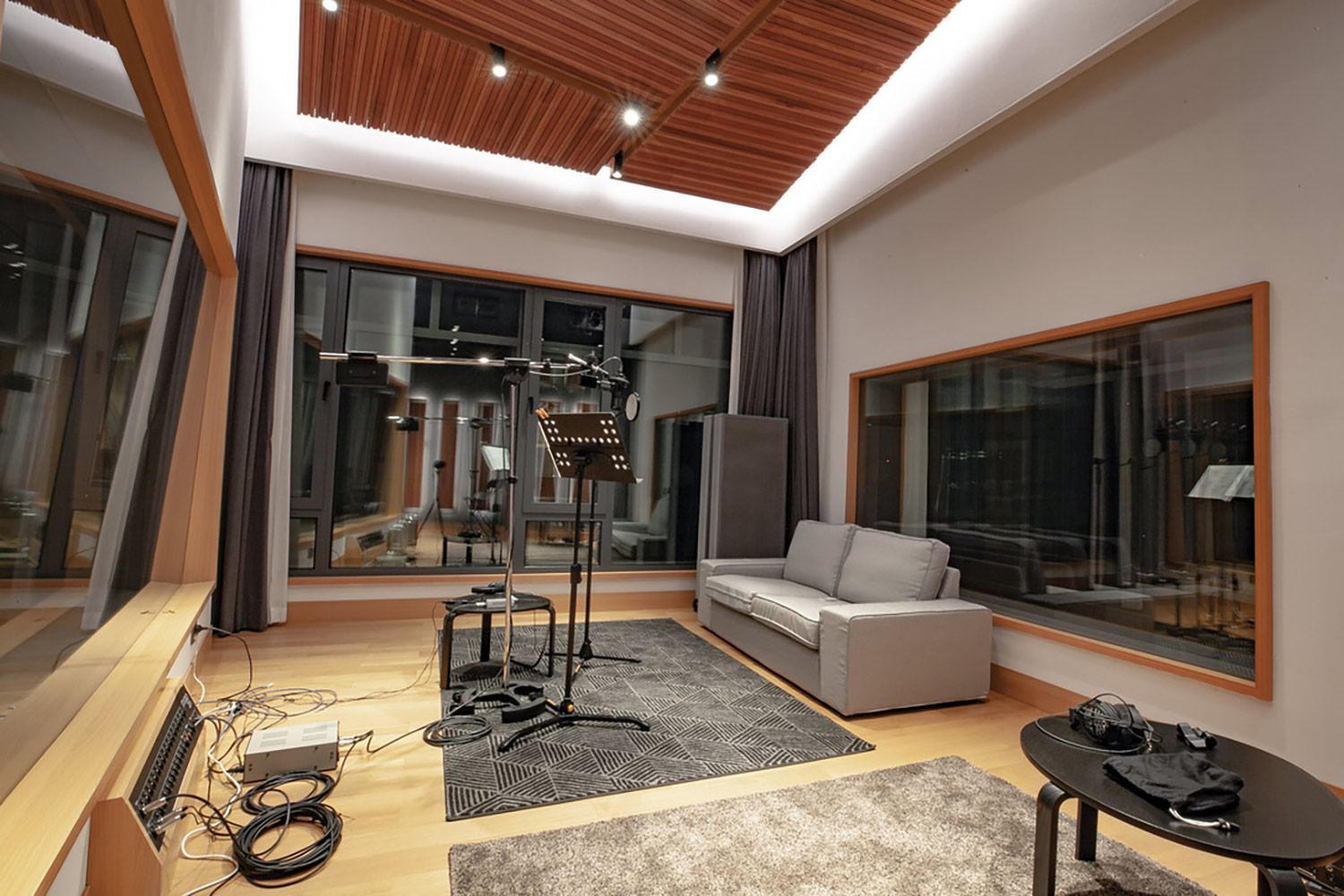 Intrigued by WSDG's reputation in designing the best recording studios in the world, multi-talented recording and mixing engineer TC Zhou started a deep collaboration with our global team for his brand-new studio facility in Beijing, China. Live Room Vocal Booth B 2.