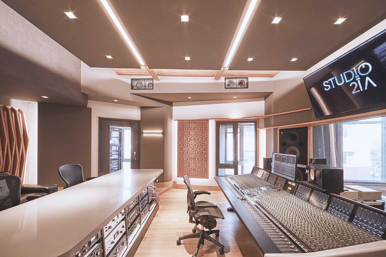 Intrigued by WSDG's reputation in designing the best recording studios in the world, multi-talented recording and mixing engineer TC Zhou started a deep collaboration with our global team for his brand-new Studio 21A facility in Beijing, China. Control Room B Side.