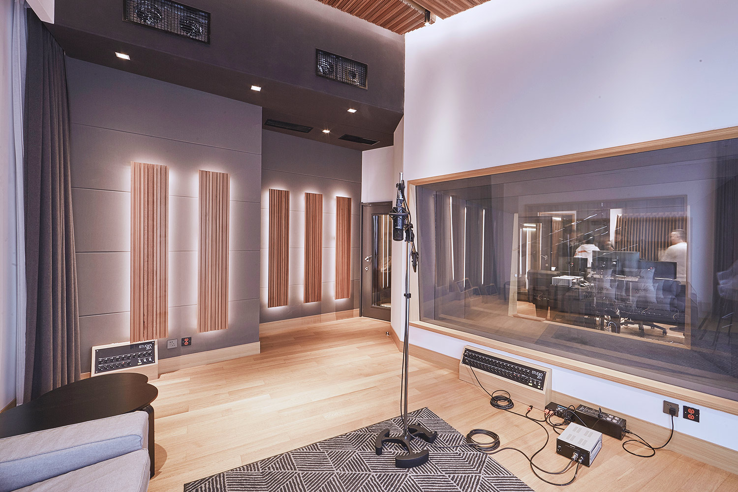 Intrigued by WSDG's reputation in designing the best recording studios in the world, multi-talented recording and mixing engineer TC Zhou started a deep collaboration with our global team for his brand-new Studio 21A facility in Beijing, China. Live Room B Side.