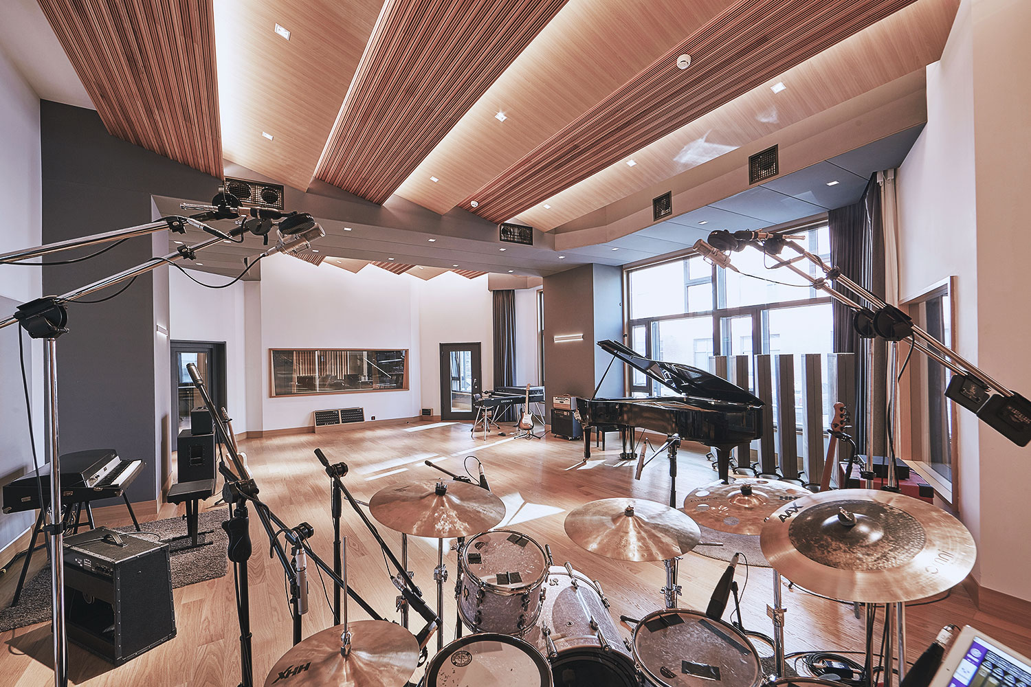 Intrigued by WSDG's reputation in designing the best recording studios in the world, multi-talented recording and mixing engineer TC Zhou started a deep collaboration with our global team for his brand-new Studio 21A facility in Beijing, China. Live Room A.