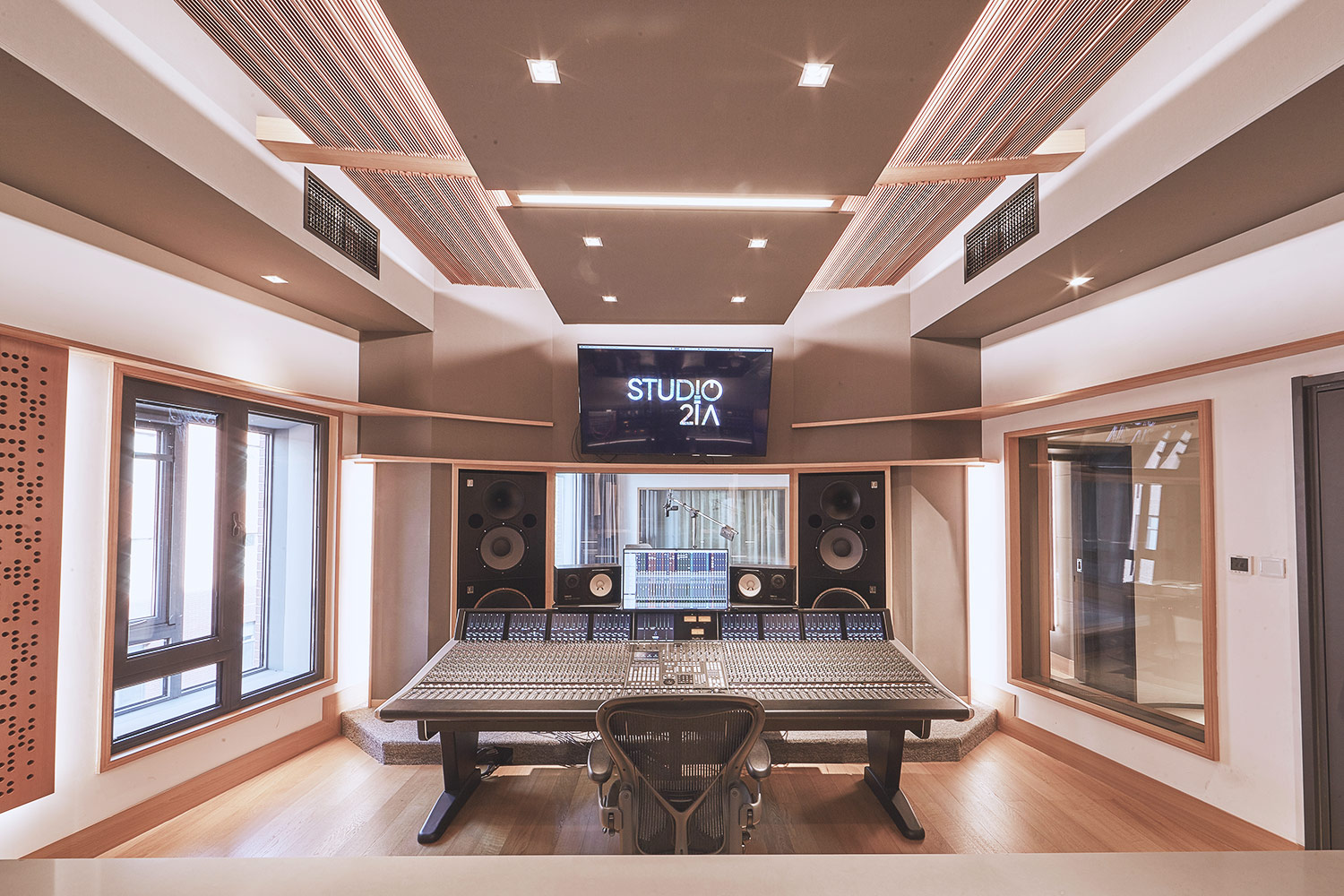 Intrigued by WSDG's reputation in designing the best recording studios in the world, multi-talented recording and mixing engineer TC Zhou started a deep collaboration with our global team for his brand-new Studio 21A facility in Beijing, China. Control Room B.