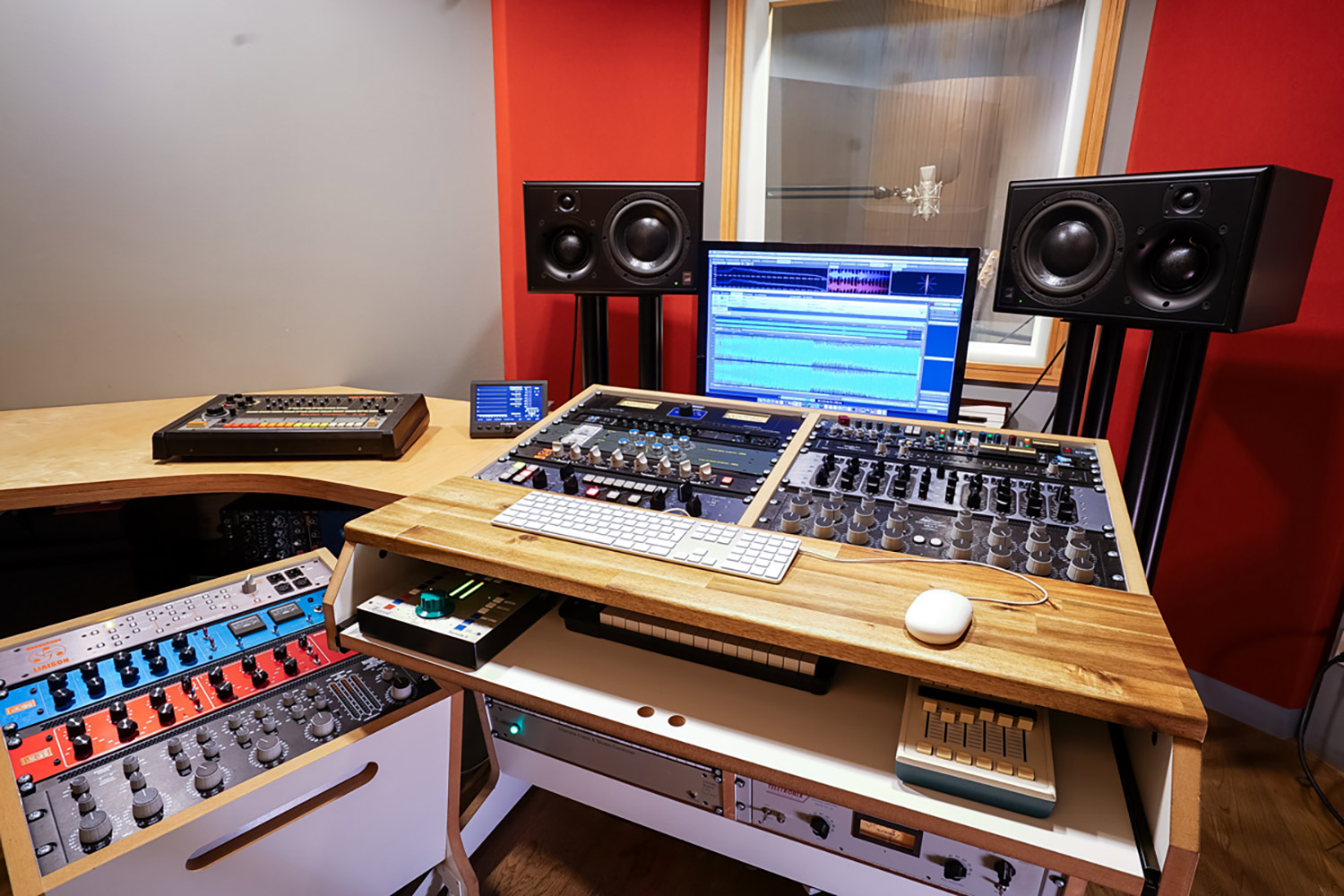 Sunshine Music has provided the Austrian music community with impeccable creative mastering and recording services since 1995. Designed and tuned by WSDG, Sunshine just upgraded their speakers to ATC Pro models. Mastering 3.