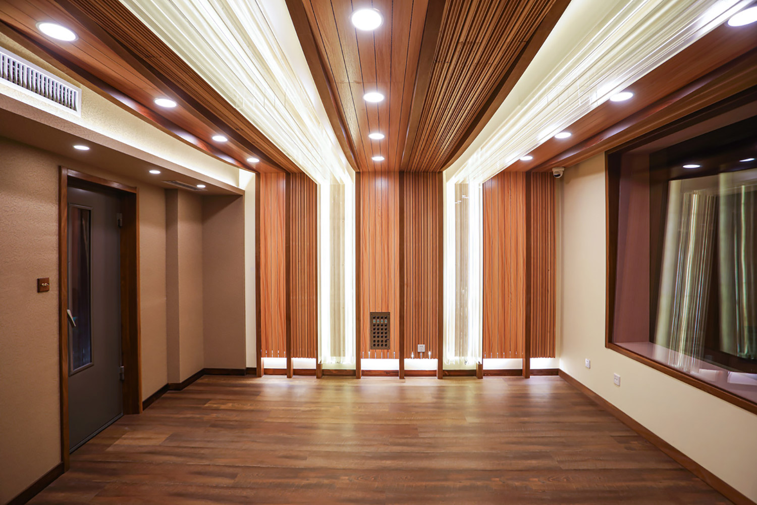 T-One Studios is the brainchild of engineers Qiwu Tan and Yi He located in Hohhot, China. WSDG's services were retained to design this modern and cool world-class recording facility. Live Room 1.
