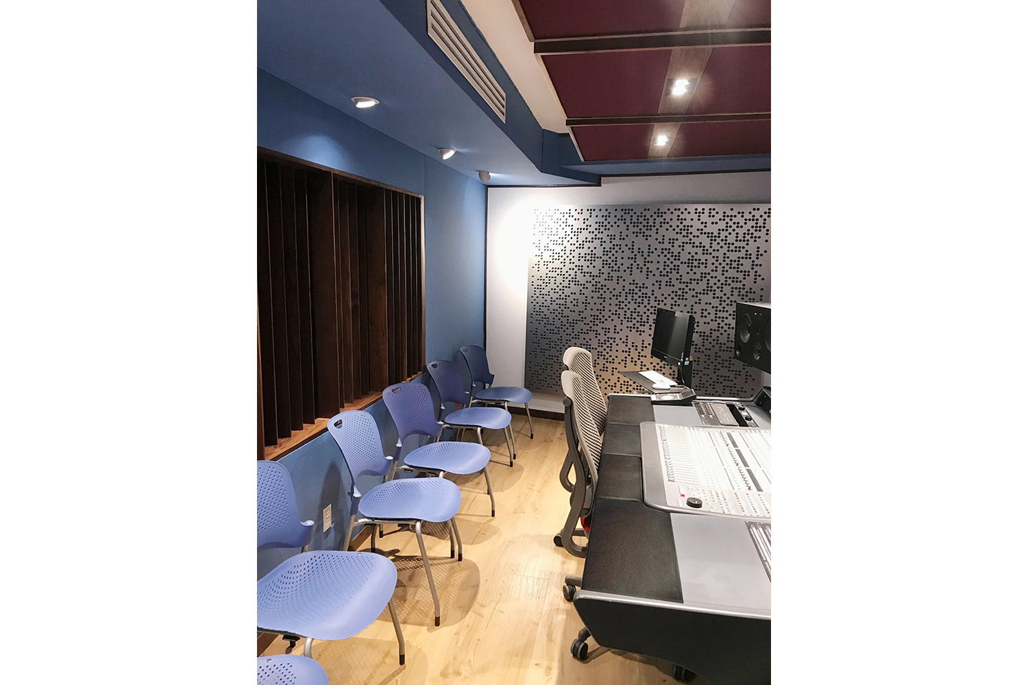 TEC de Monterrey University has grown to include 31 campuses in 25 cities throughout Mexico. A trail-blazing seat of education. After the 2017 earthquake, WSDG was reached to do the new studio design of the facility in a record time. Studios Hallway.
