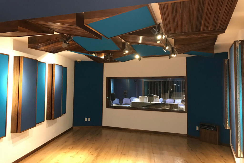 TEC de Monterrey University has grown to include 31 campuses in 25 cities throughout Mexico. A trail-blazing seat of education. After the 2017 earthquake, WSDG was reached to do the new studio design of the facility in a record time. Live Room A 4